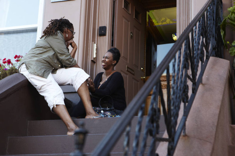 one_neighbors-chatting-front-stoop-brooklyn-cushner1725
