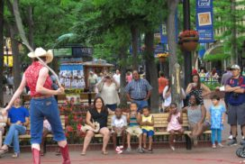 Pearl Street Mall - entertainer